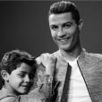 Cristiano Ronaldo et son fils Cristiano Jr. (Cristianinho) vont-ils accueillir prochainement deux autres petits garçons, des jumeaux, dans leur maison à Madrid ? Photo Instagram mars 2017.