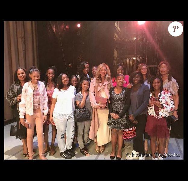 Beyoncé et Tina Knowles dans les coulisses de la représentation de la troupe Alvin Ailey American Dance Theater donnée le samedi 11 mars 2017 au WACO Theater Center de Los Angeles.