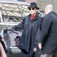 """Exclusif - Marion Cotillard enceinte déjeune avec des amis au restaurant """"Kelley and Ping"""" puis elle fait du shopping au magasin """"Kisan"""" où Marion rencontre l'actrice Julianna Margulies à l'intérieur du magasin dans le quartier de Soho à New York City, New York, Etats-Unis, le 14 décembre 2016."""