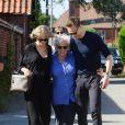 Exclusif - Taylor Swift, son nouveau compagnon Tom Hiddleston et la mère de celui ci à Stansted, le 25 juin 2016