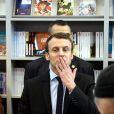 Emmanuel Macron (candidat du mouvement ''En marche !'' à l'élection présidentielle 2017) en visite au 32ème Salon du Livre à la Porte de Versailles à Paris, le 24 mars 2017. © Dominique Jacovides/Bestimage