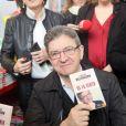 """Jean-Luc Mélenchon (candidat à l'élection présidentielle) dédicace son livre """"De la vertu"""" lors de la 37ème édition du Salon du Livre à Paris le 24 mars 2017. © CVS/Bestimage"""