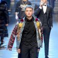 """Raferty Law, le fils de Jude Law lors du défilé de mode """"Dolce & Gabbana"""" à Milan le 14 janvier 2017."""