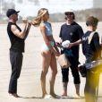 Le mannequin Romee Strijd en plein shooting sur la plage de Malibu, le 29 mars 2017.