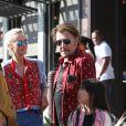 Johnny Hallyday avec sa femme Laeticia, leurs filles Jade et Joy, Marie Poniatowski avec son mari Pierre Rambaldi et leur fille Tess, à Santa Monica, le 1er avril 2017.