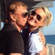 Johnny et Laeticia Hallyday, amoureux comme au premier jour sur une photo publiée sur Instagram le 3 avril 2017. Le 8 mars dernier, le chanteur de 73 ans avait annoncé qu'il était soigné pour un cancer.