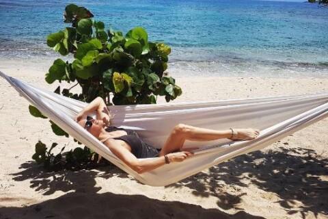 Estelle Lefébure : En vacances en soleil, ses filles Ilona et Emma au ski !