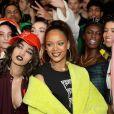 Rihanna pose avec les mannequins - Backstage du défilé Fenty Puma by Rihanna à la Bibliothèque Nationale le 6 mars 2017 à Paris  Backstage after FENTY PUMA by Rihanna Fall / Winter 2017 Collection at Bibliotheque Nationale de France on March 6, 2017 in Paris, France06/03/2017 - Paris