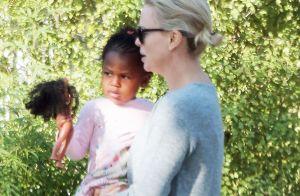 Charlize Theron maman gaga et émue :