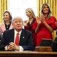 Donald, Ivanka et Melania Trump dans le Bureau Oval de la Maison Blanche. Washington, le 28 février 2017.