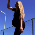Ciara, enceinte de son deuxième enfant, dévoile ses rondeurs sur de nouveaux clichés publiés sur Instagram le 20 avril 2017. La chanteuse de 31 ans devrait accoucher dans quelques jours.
