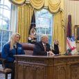Le président Donald Trump et sa fille Ivanka en vidéo conference avec les astronautes de la NASA à bord de l'International Space Station. Washington, le 24 avril 2017.