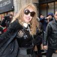 """Arielle Dombasle arrivant au défilé de mode Haute-Couture printemps-été 2017 """"Jean-Paul Gaultier"""" à Paris le 25 janvier 2017. © CVS-Veeren/Bestimage"""