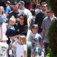 Kourtney Kardashian et Scott Disick passent une journée à Disneyland avec leurs enfants Mason, Penelope et Reign Disick à Anaheim. La petite North West les accompagne. Le 18 avril 2017