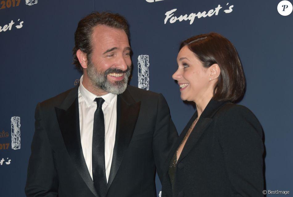 Jean dujardin et sa compagne nathalie p chalat photocall for Enfants de jean dujardin