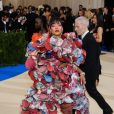"Rihanna, habillée d'une robe Comme des Garçons (collection automne 2016) et de sandales Dsquared² - Met Gala 2017, exposition ""Rei Kawakubo/Comme des Garçons: Art Of The In-Between"" au Metropolitan Museum of Art. New York, le 1er mai 2017. © Christopher Smith/AdMedia via Zuma/Bestimage"