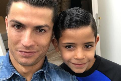 Cristiano Ronaldo : Trop fier de son fils Cristiano Jr., triple buteur !