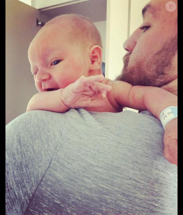 Conor McGregor et sa compagne Dee Devlin ont accueilli leur premier enfant le 5 mai 2017 à Dublin, Conor (Jr.) Jack McGregor, qui a déjà une sacrée gauche apparemment. Photo Instagram du 7 mai 2017.