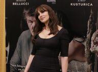 Monica Bellucci : Robe moulante et doux baisers sur ses terres italiennes