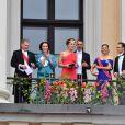 Le président Finlandais Sauli Niinisto, sa femme Jenni Haukio, guest, le prince Daniel de Suède et la princesse Victoria - Les familles royales au balcon lors du 80ème anniversaire du roi Harald et de la reine Sonja de Norvège à Oslo le 9 mai 2017. 09/05/2017 - Oslo