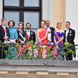 Le président Finlandais Sauli Niinisto et sa femme Jenni Haukio, la princesse Sofia (Hellqvist) , le prince Carl Philip, guest, le prince Daniel et la princesse Victoria - Les familles royales au balcon lors du 80ème anniversaire du roi Harald et de la reine Sonja de Norvège à Oslo le 9 mai 2017. 09/05/2017 - Oslo