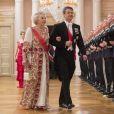 La princesse Beatrix des Pays-Bas et le prince héritier Frederik de Danemark arrivant pour le dîner du double 80e anniversaire du roi Harald V de Norvège et de la reine Sonja de Norvège le 9 mai 2017 au palais royal à Oslo.