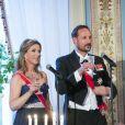 La princesse Märtha-Louise et le prince héritier Haakon de Norvège ont prononcé un discours à deux voix et porté un toast ensemble pour leurs parents lors du dîner du double 80e anniversaire du roi Harald V de Norvège et de la reine Sonja de Norvège le 9 mai 2017 au palais royal à Oslo.