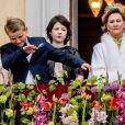 La princesse Ingrid Alexandra et le prince Sverre Magnus de Norvège (2e et 3e en partant de la gauche). Célébrations du double 80e anniversaire du roi Harald V de Norvège et de la reine Sonja de Norvège le 9 mai 2017 au palais royal à Oslo.