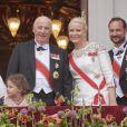 Le roi Harald avec sa bru la princesse Mette-Marit et son fils le prince Haakon. Célébrations du double 80e anniversaire du roi Harald V de Norvège et de la reine Sonja de Norvège le 9 mai 2017 au palais royal à Oslo.