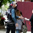 Exclusif - Mia Tyler, avec son fils Axton, se promène avec son compagnon Dan Halen à New York le 12 mai 2017.