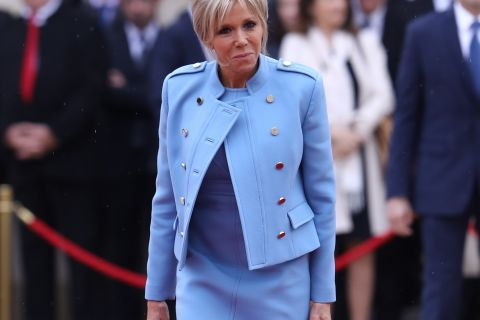 Brigitte Macron : En robe Louis Vuitton pour ses premiers pas à l'Elysée