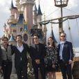 Jerry Bruckheimer, les réalisateurs Joachim Ronning et Espen Sandberg, les comédiens Kaya Scodelario, Brenton Thwaites, Orlando Bloom, Geoffrey Rush, Javier Bardem et Johnny Depp lors de l'avant-première du film Pirates des Caraïbes 5 au parc Disneyland Paris, le 14 mai 2017.