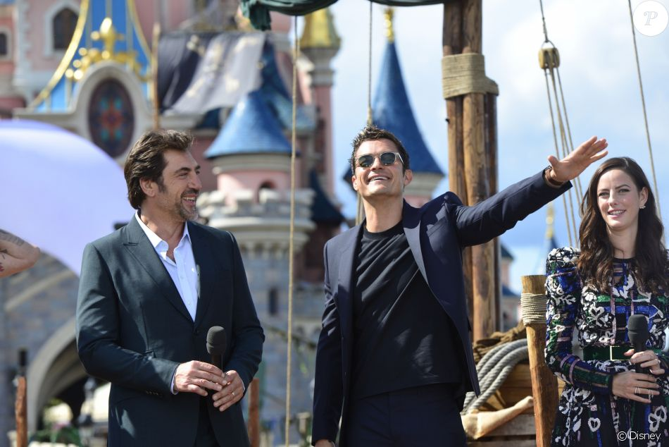 kaya scodelario orlando bloom javier bardem lors de l 39 avant premi re du film pirates des. Black Bedroom Furniture Sets. Home Design Ideas