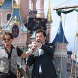 Johnny Depp et Javier Bardem lors de l'avant-première du film Pirates des Caraïbes 5 au parc Disneyland Paris, le 14 mai 2017.