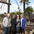 Franck Gastambide, Sabrina Ouazani et Malik Bentalha lors de l'avant-première du film Pirates des Caraïbes 5 au parc Disneyland Paris, le 14 mai 2017.