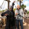 Franck Gastambide et Malik Bentalha lors de l'avant-première du film Pirates des Caraïbes 5 au parc Disneyland Paris, le 14 mai 2017.