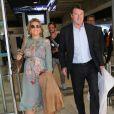 Christian Estrosi et sa femme Laura Tenoudji, enceinte, arrivent à l'aéroport de Nice à l'occasion du 70ème festival de Cannes le 17 mai 2017