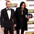 "Andrés Iniesta et sa femme Anna Ortiz - Photocall du gala ""Mundo Deportivo"" à Barcelone. Le 1er février 2016."
