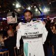 Exclusif - Cyril Hanouna s'est offert la combinaison dédicacée de L.Hamilton pour la somme de 10 000 euros qu'il portera dans son émission TPMP - Dîner de gala au profit de la Fondation PSG au Parc des Princes à Paris le 16 mai 2017.