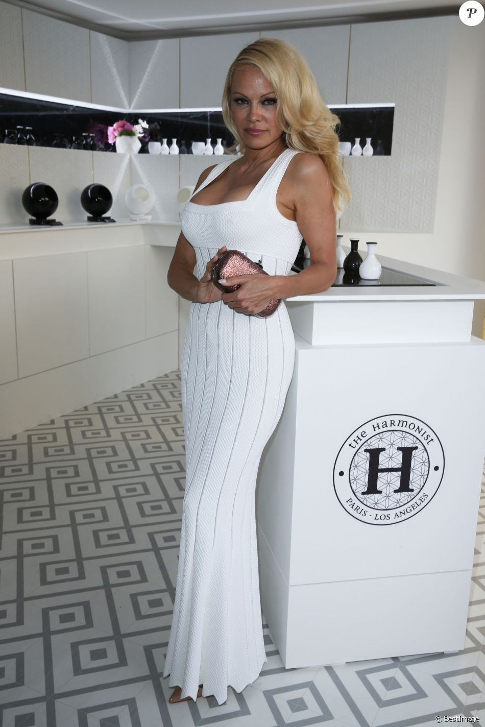 "Pamela Anderson - Soirée de gala ""The Harmonist"" au Club Albane lors du 70ème Festival International du Film de Cannes, France, le 22 mai 2017. © Borde-Jacovides-Moreau/Bestimage"