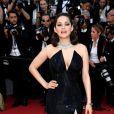Marion Cotillard en robe Armani privé et bijoux Chopard - Montée des marches du 70e anniversaire du Festival de Cannes le 23 mai 2017