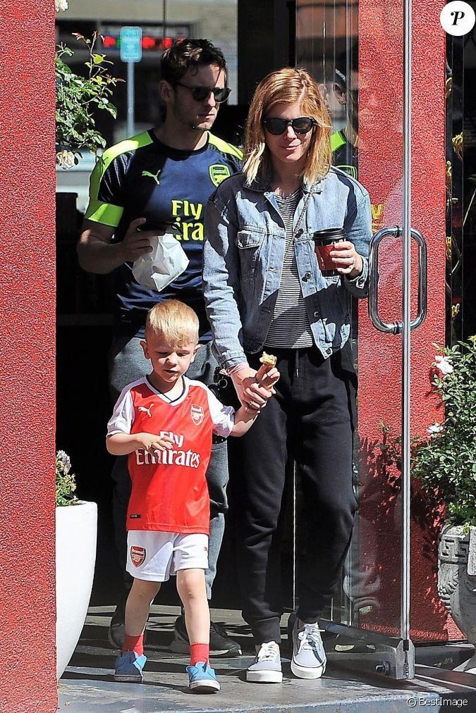 Kate Mara et son fiancé Jamie Bell sortent du café chez ...