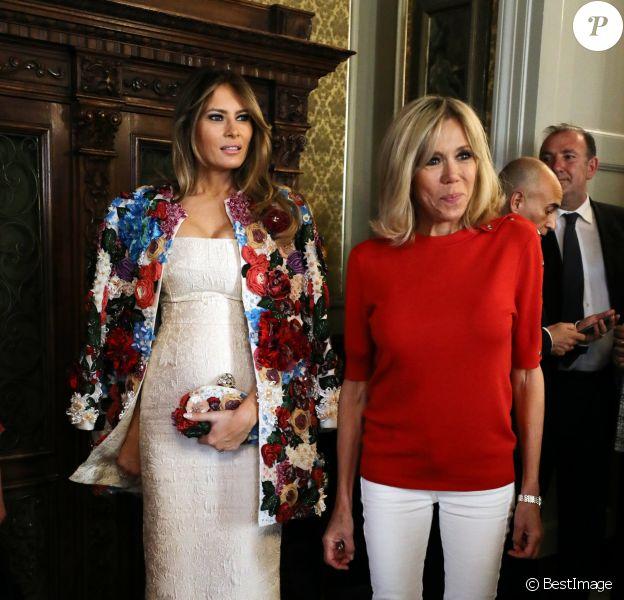 Mélania Trump ( femme du président américain D.Trump), Brigitte Macron (Trogneux) femme du président français E.Macron - Les conjoints des chefs d'États du G7 en visite à Catane en Sicile le 26 mai 2017 © Sébastien Valiela / Bestimage