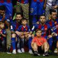 Lionel Messi et son fils Thiago après la victoire du FC Barcelone contre le Deportivo Alavés, à Madrid, le 27 mai 2017.