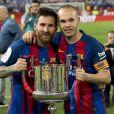 Lionel Messi et Andres Iniesta après la victoire du FC Barcelone contre le Deportivo Alavés, à Madrid, le 27 mai 2017.
