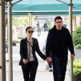 Exclusif - Emmy Rossum et son fiancé Sam Esmail se baladent en amoureux dans les rues de New York, le 27 mai 2017