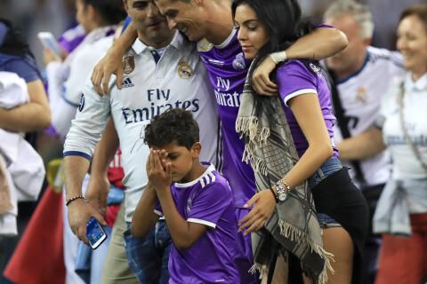 Cristiano Ronaldo : Fou de joie avec Georgina et Cristaninho, CR7 savoure...