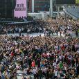 Ariana Grande est remonté sur scène à Manchester, dimanche, moins de deux semaines après qu'une attaque contre son concert eut fait 22 morts et des dizaines de blessés. Son spectacle-bénéfice «One Love Manchester» a pour but d'amasser des fonds pour les victimes de cette attaque à la bombe. Plusieurs artistes se sont ralliés à sa cause, dont Justin Bieber, Coldplay, Robbie Williams et Miley Cyrus. A Manchester le 4 juin 2017