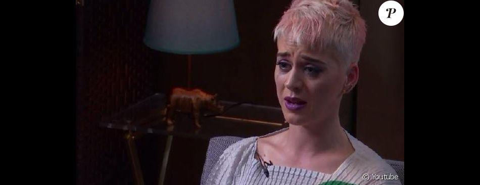 """Katy Perry en séance avec le  Dr. Siri Sat Nam Singh pour sa télé-réalité """"Witness World Wide"""", un livestream diffusé pendant trois jours sur Youtube à l'occasion de la sortie de son nouvel album, """"Witness"""". Le 9 juin 2017."""