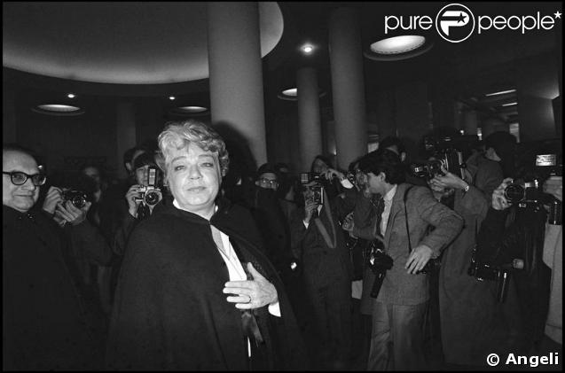 Autre maladresse : en 1982, Simone Signoret fait un mauvais pas et trébuche dans les bras du citizen Orson Welles, alors président de la cérémonie : le choc de deux titans !
